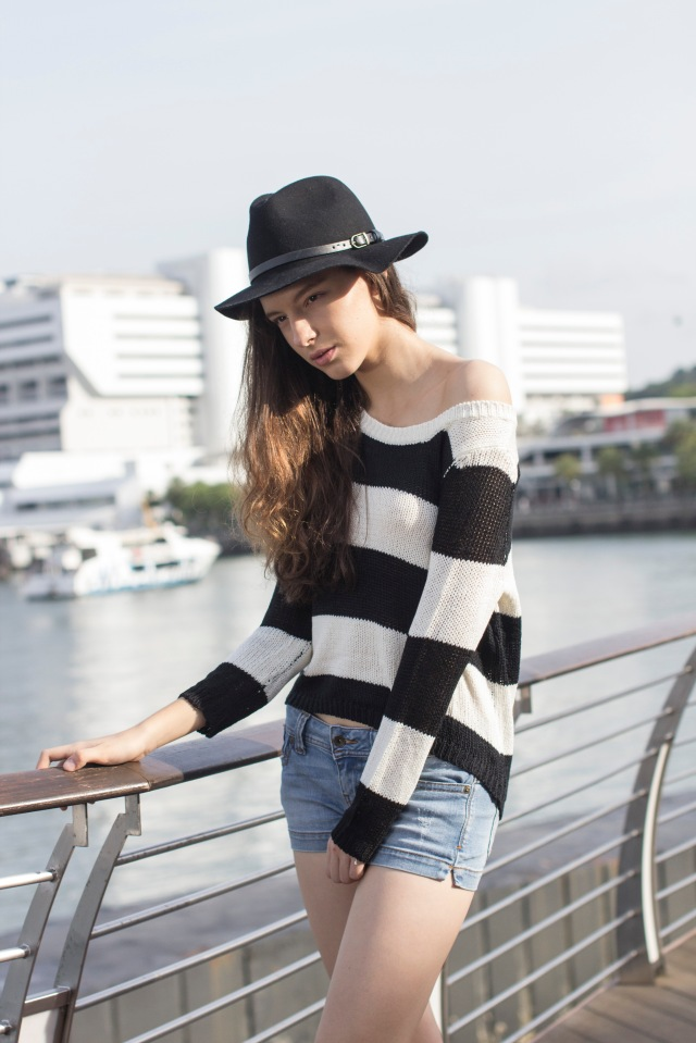 Black striped knit2